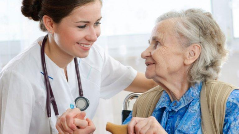 Atención integral en personas mayores para enfermeras